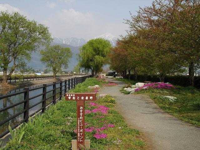 道の駅 アルプス安曇野ほりがねの里のすぐそば、拾ヶ堰より常念岳_道の駅 アルプス安曇野ほりがねの里