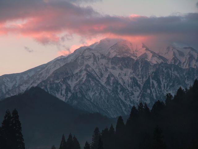 駒ケ岳、冬の朝_越後駒ヶ岳・枝折峠登山口