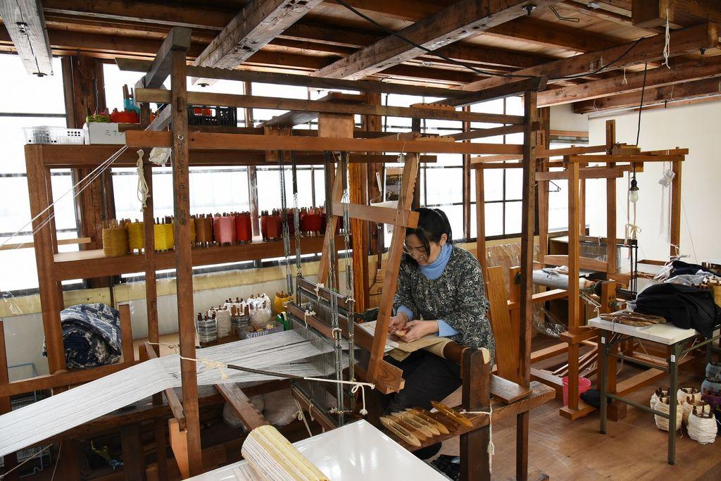 米沢織織元の店 織絵夢人館
