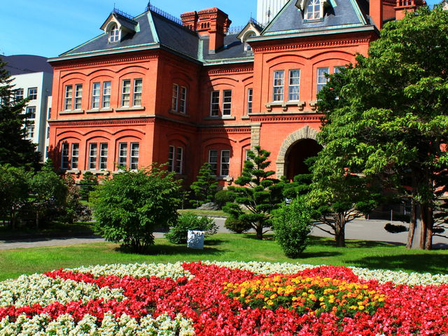 真夏の早朝、札幌駅のホテルから5分で行ってきました。_北海道庁旧本庁舎