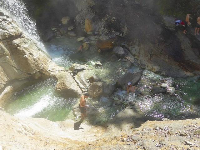 秋田県・川原毛大湯滝(気持ちの良い大自然の湯殿)_川原毛大湯滝