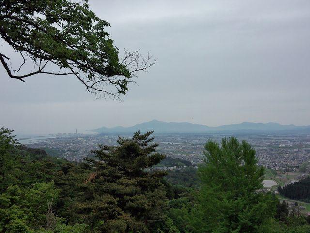 頂上からの景色。_春日山城跡