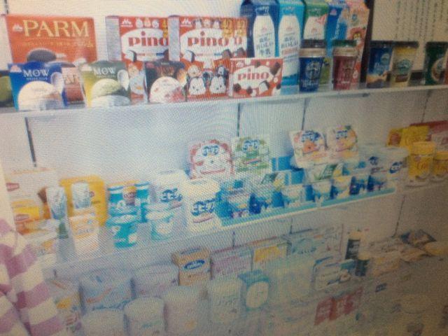 森永乳業の商品が飾られています_森永乳業(株)中京工場