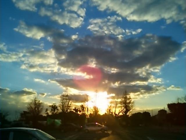 『校庭からの夕日』。_道の駅 保田小学校