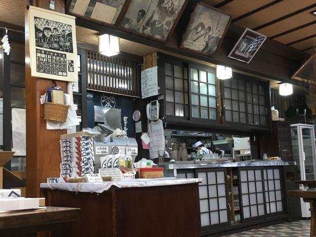昔から変わらない、味わいのある店内風景。_かぎもとや 中軽井沢本店