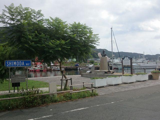 記念碑全体です。_ペリー艦隊来航記念碑