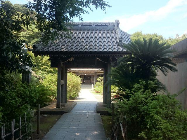 ペリーロード側から見た入口です。_了仙寺