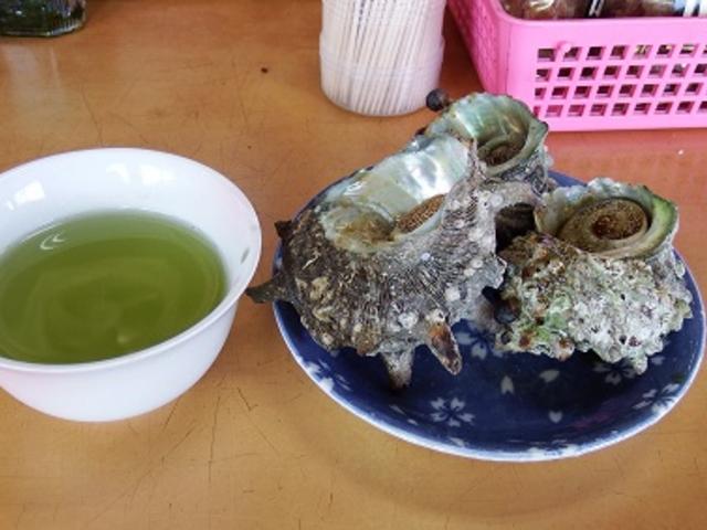 サザエのつぼ焼き 3個~4個で500円 この日は大きかったので3個でした。_波戸岬サザエのつぼ焼き売店