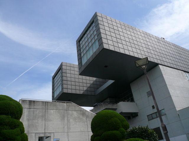 最近は邦画の舞台にも_北九州市立美術館
