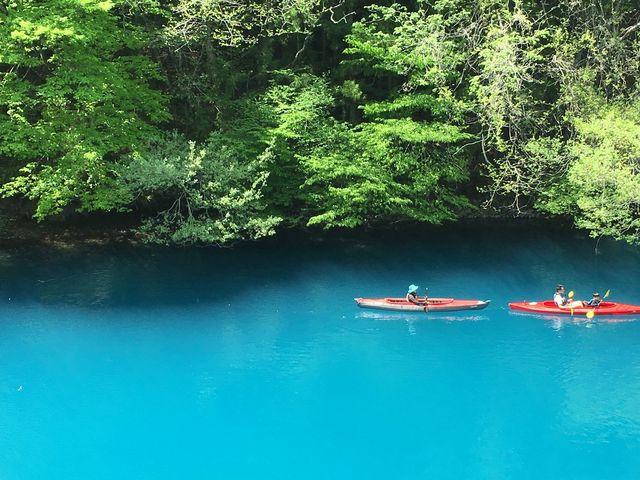 周りの木々、カヌーの色と合わせて、奥四万湖とは違った景観が味わえた_奥四万湖