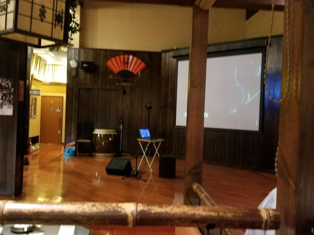 中の様子 この舞台で地元の団体の鬼剣舞、披露されることもあるそうですよ♪_鬼剣舞 北上 アメリカンワールド店
