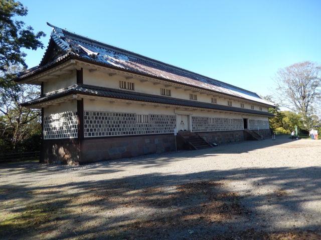 本丸方面から見た三十間長屋_金沢城三十間長屋