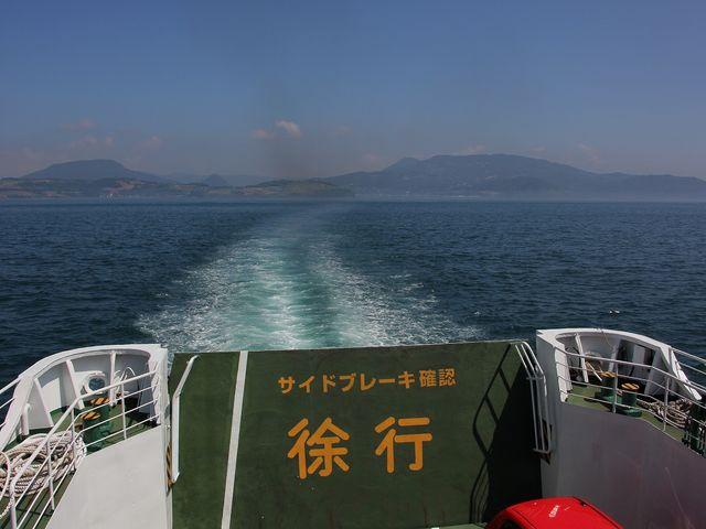 島原の山々が遠ざかっていきます。_島鉄フェリー