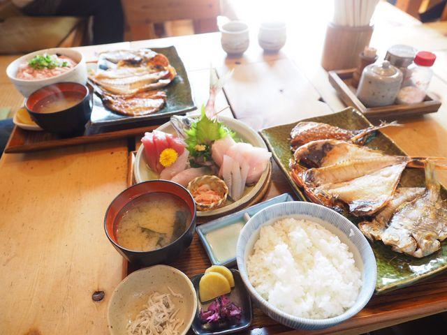3種類の干物とお刺身セットのボリュームが凄い!_囲炉茶屋