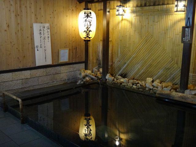 深さ1mほどあります。_岩井温泉