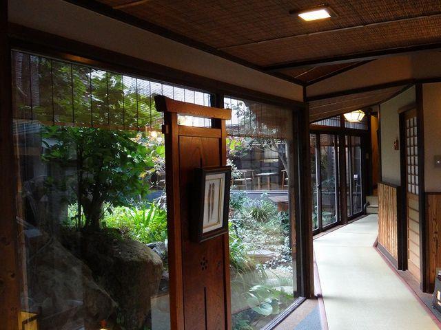 廊下もいい雰囲気です。_岩井温泉