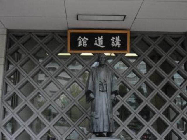 嘉納治五郎氏の銅像_講道館柔道資料館