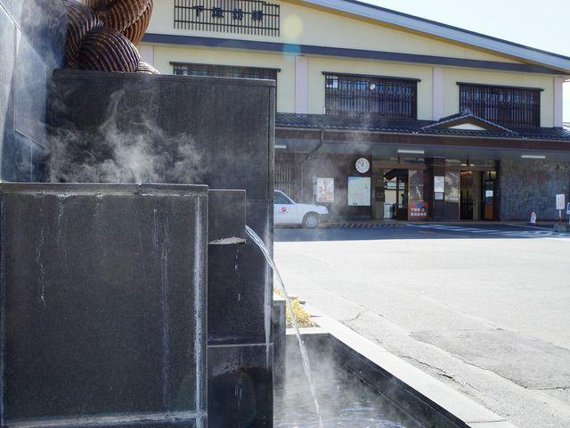 下諏訪温泉の町 下諏訪駅でも湯煙が_下諏訪温泉