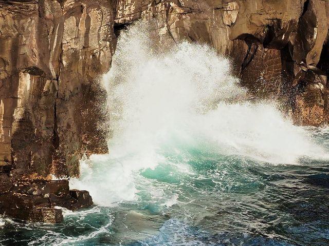 城ケ崎の波しぶき_城ケ崎つり橋(はしだて)
