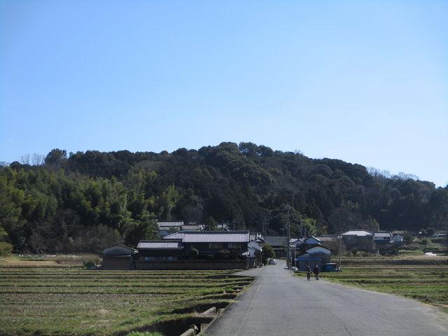 平野にぽつんとある山。_香具山
