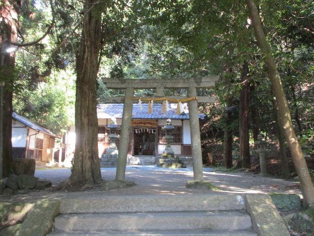 山麓に神社があります。_香具山