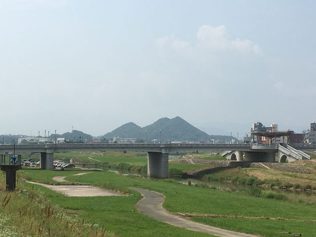 人工物です。 高さとかピラミッドと 比べてみたいなぁ。_住友忠隈炭鉱のボタ山