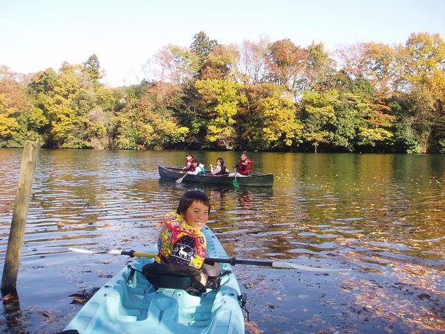 初冬12月の風景。湖畔林の黄葉・紅葉が美しい。_カヌーリゾートたまよど