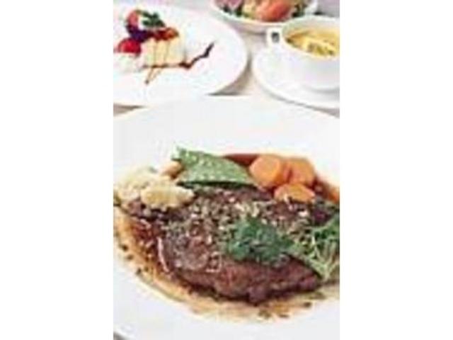脂肪の少ない馬肉の『フィレステーキ』_レストラン ピーチドール
