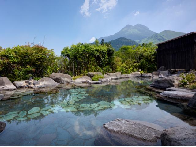 大露天風呂:由布岳を望む岩露天風呂をお楽しみください。_名苑と名水の宿 梅園