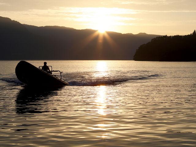 神秘の湖でサンセットクルーズ☆_RIB Pioneer