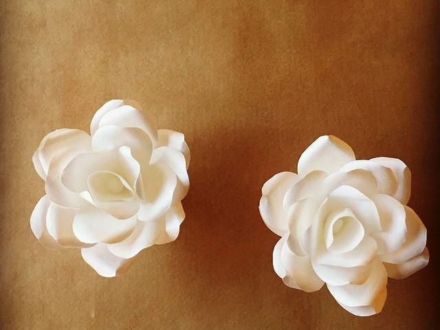 白い土佐和紙でお花のキャンドルライトを作ります。ライトが点いてないときもかわいい。_cocoro*kurumu
