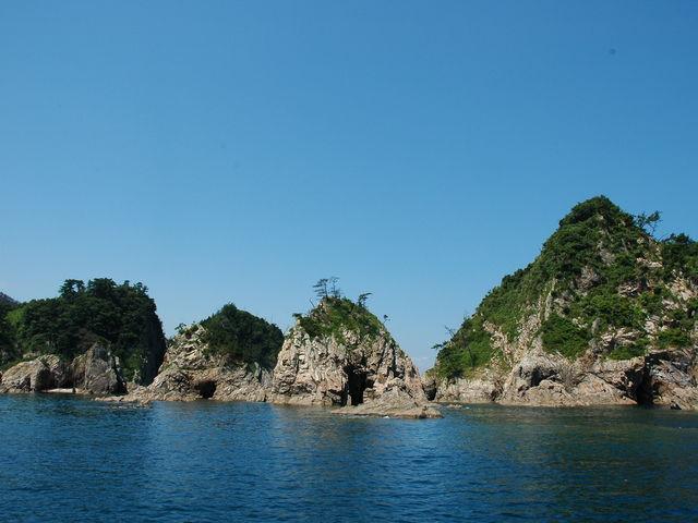 こんな感じの岩?島?が沢山ありました。_浦富海岸島めぐり遊覧船