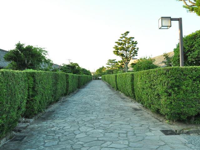 垣根で囲まれた武家屋敷跡_松坂城跡(松阪公園)