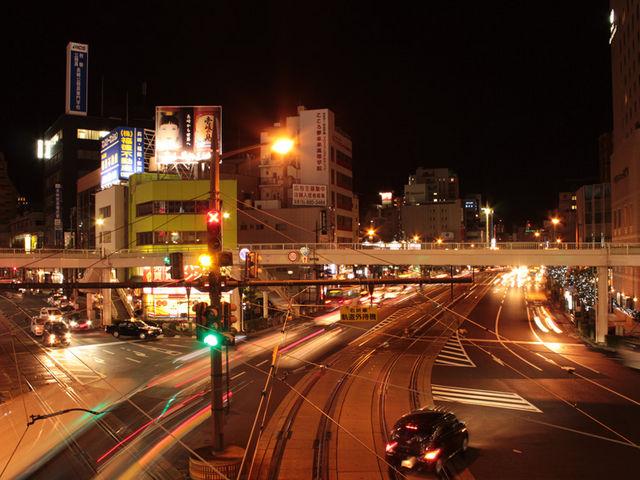 路面電車の線路(夜景)_長崎電気軌道(長崎の路面電車)