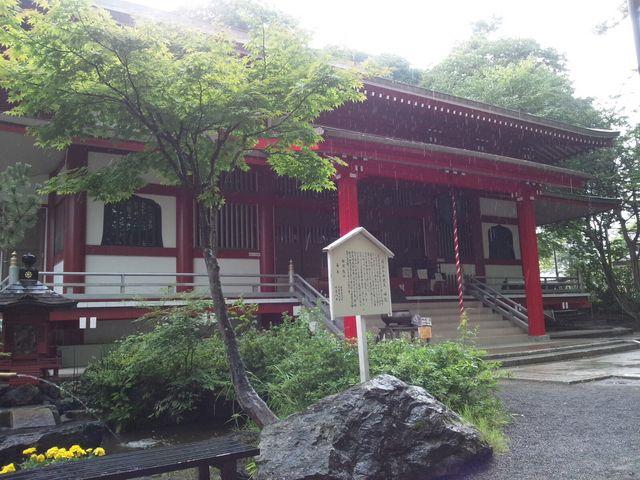 雨でかすんでいます。_光泉寺