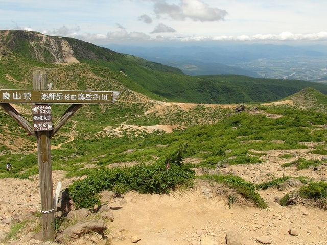 山頂手前からの展望_安達太良山