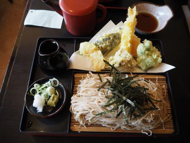 天ざる。東京あたりの蕎麦普通盛りの3人前はありますよ_草笛 上田店