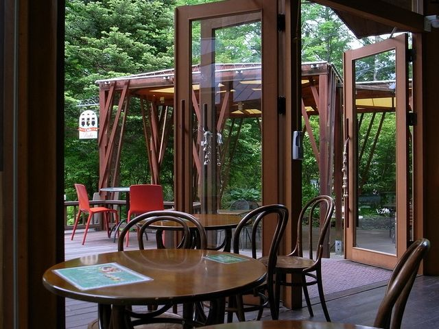 カフェ「ルーエ」_エルツおもちゃ博物館・軽井沢(ムーゼの森)