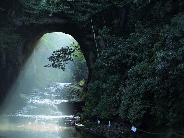 朝日がさしたハートの水面_濃溝の滝