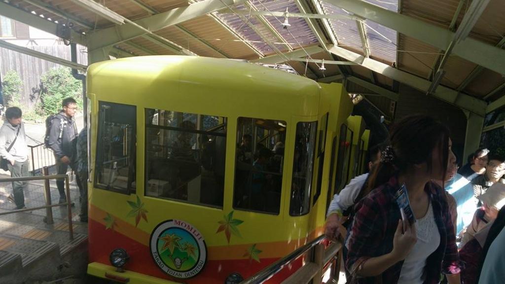 高尾山ケーブルカー・二人乗り観光リフト