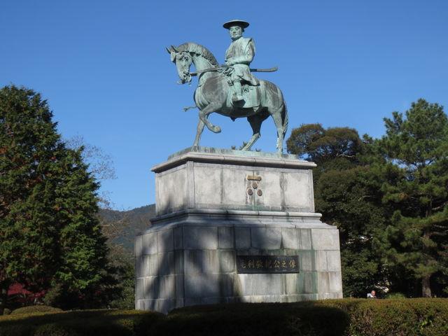 亀山公園毛利敬親公之像_サビエル記念聖堂