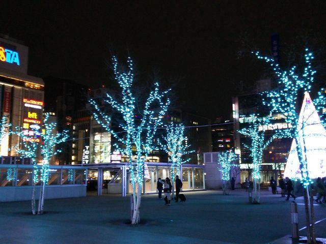 凍る寒さにイルミが光る_札幌ステラプレイス