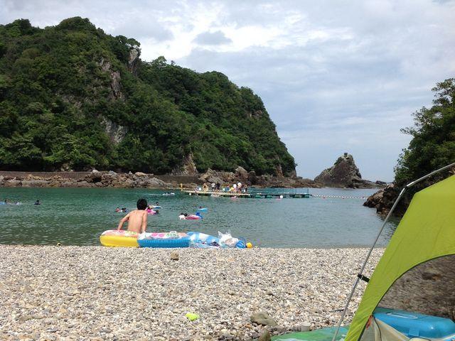 日陰がないので、テントやパラソルがあると便利_くじら浜海水浴場