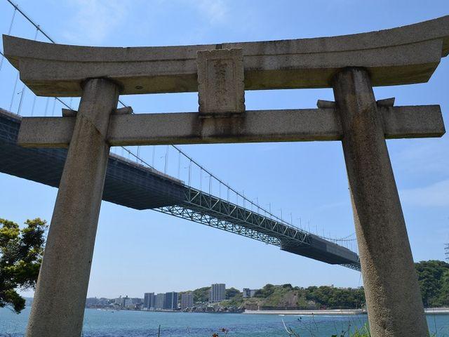 鳥居と関門橋のコラボ_関門橋