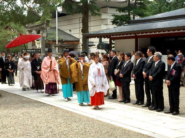 神社の結婚式で花嫁行列でした_櫻山八幡宮
