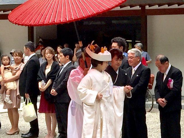 白無垢の花嫁を新郎家がお出迎えしています_櫻山八幡宮