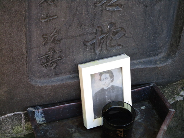 土方さんの写真_土方歳三最期の地碑(若松緑地公園内)