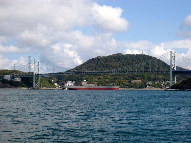 大型船が余裕を持って通れる高さの関門橋_関門橋