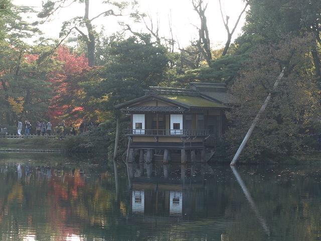 池越しの姿が美しいです_内橋亭