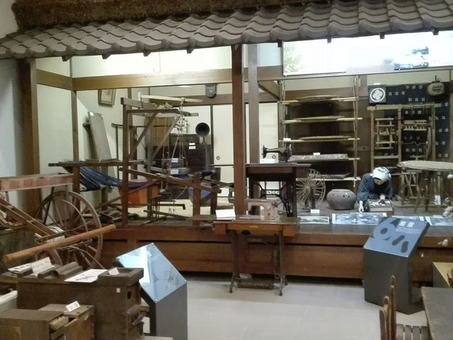 昭和の生活道具の展示がメインのようです。_江南市歴史民俗資料館